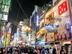 Calle Dotombori en Osaka, cuya ambientación te hace recordar la película de Blade Runner