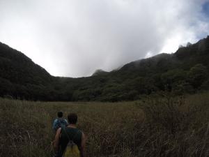 Atravesando el cráter del volcán