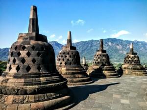 Cada una de éstas campanas esconde la estatua de un buda