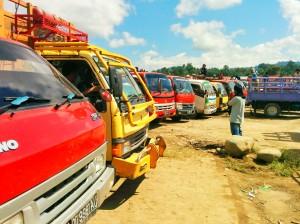 Camiones a la espera en el mercado de los búfalos