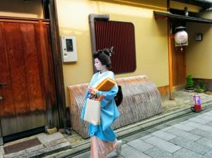 Puede que esta sea la única foto decente de una geisha que conseguí sacar